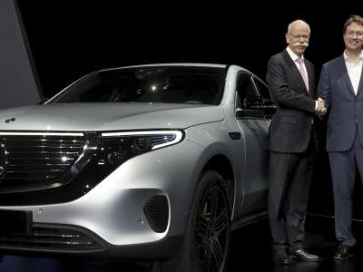 Daimler CEO Zetsche hands over to successor amid tech change