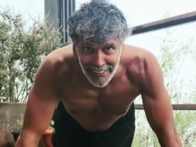 Milind Soman does 40 push-ups in a minute, tells fans no time is no excuse