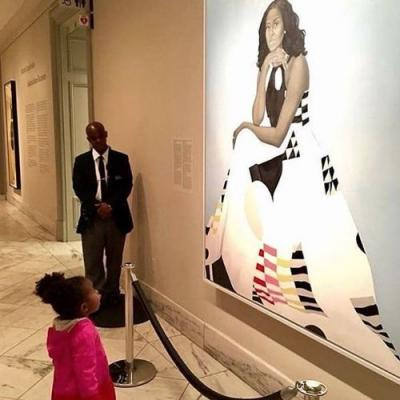 Michelle Obama Had the BEST Reaction to That Viral Photo of a Little Girl Admiring Her Portrait