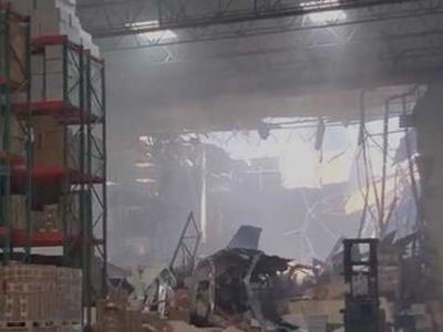 'Ceiling started falling': Video shows moments after F-16 fighter crashes into California warehouse