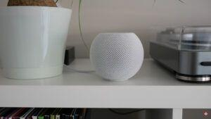 Apple's HomePod mini finally gets its ultra-wideband handoff feature