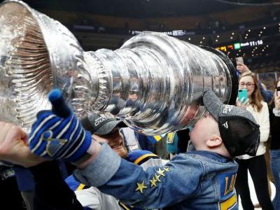 Blues superfan Laila Anderson gets her moment with the Stanley Cup
