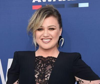 Kelly Clarkson was mistaken for a seat filler at the ACM Awards