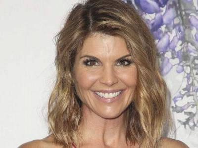 'Full House' star Lori Loughlin surrenders to FBI in college admissions scandal