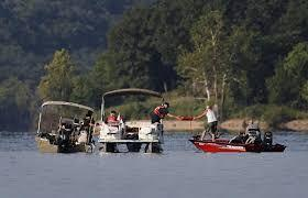 Duck boat capsizes in Table Rock Lake, 17 killed