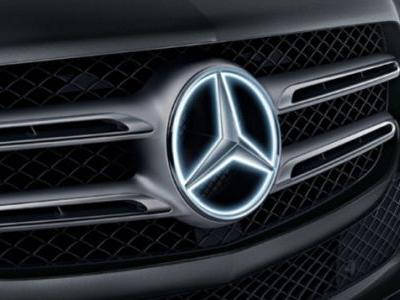 This Glowing Mercedes-Benz Star Is Not Grounded In Reality So Now There's A Recall