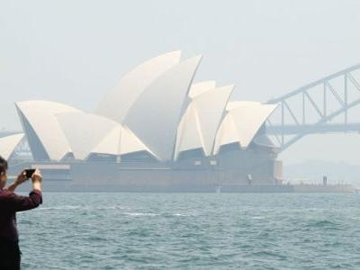 13 photos show Sydney under a blanket of smoke as bushfires continue to ravage the region