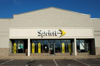 Carriers compete: Sprint launches unlimited deal after Verizon, AT&T do