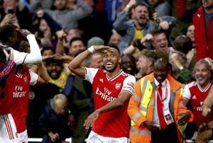 Arsenal recovers to beat Aston Villa 3-2 with 10 men