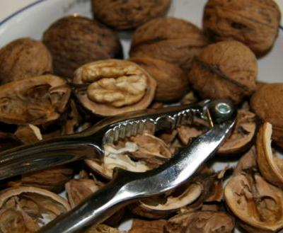 Eating walnuts found to protect the colon from cancerous tumors