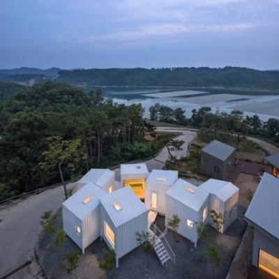 Floating Cubes / YounghanChung Architects