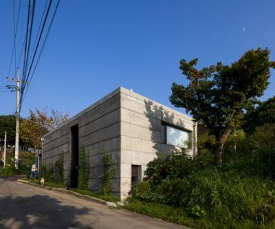 Moonhori Residence / a round architects