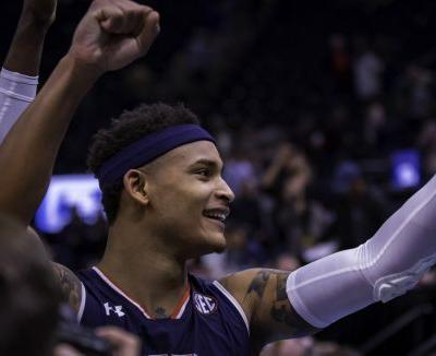 Bryce Brown, hot-shooting Auburn Tigers breeze past Kansas to reach first Sweet 16 in 16 years
