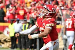 Chiefs stop 3 2-point conversions, beat Ravens 33-28