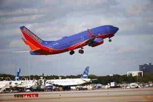 Southwest misses Street 1Q forecasts, shares drop early