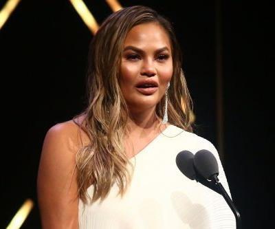 Chrissy Teigen shares photo of thigh hives on Twitter