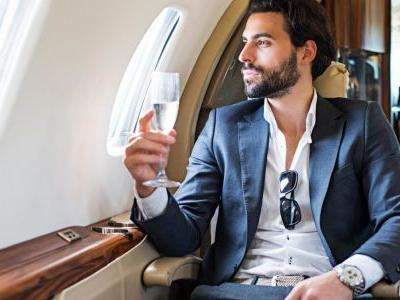 Holiday Essentials: pre & post-flight grooming routines for men