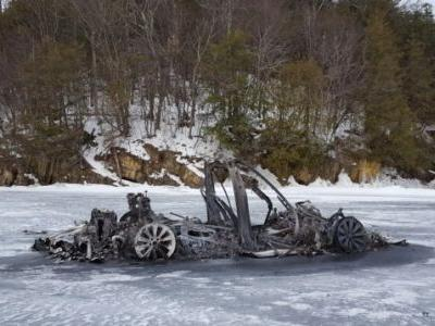 Here's How That Tesla Model X Burned Down On a Frozen Lake Without Going Through The Ice