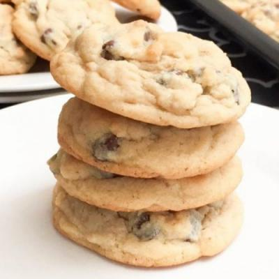 The Best Soft Chocolate Chip Cookie