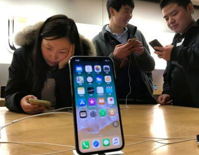 Apple faces US iPhone import ban after judge rules in Qualcomm case