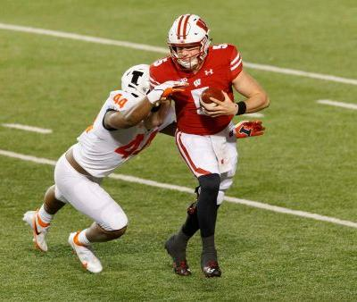 Wisconsin QB Graham Mertz nearly perfect as Badgers roll Illinois in Big Ten opener