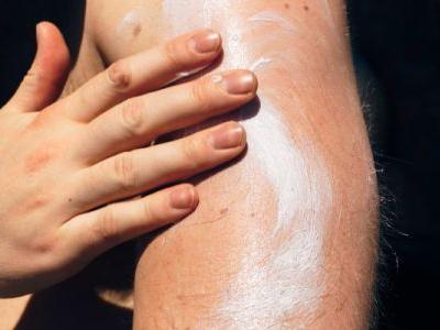 The EWG Just Dropped Their 2021 Sunscreen Guide: 4 Things You Should Know