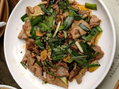 Homestyle Stir-Fried Pork with Garlic Chives