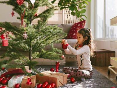 This Holiday Decorating Mantra Is Good For The Planet & Great For Your Wallet
