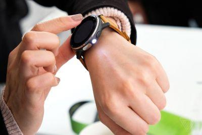 Why don't more smartwatches have a flashlight?