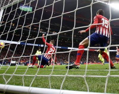 Sevilla takes Spanish league lead with win over Valladolid
