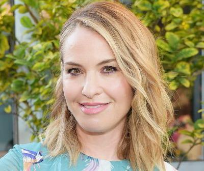 Leslie Grossman apologizes to Karl Lagerfeld for wearing sweats