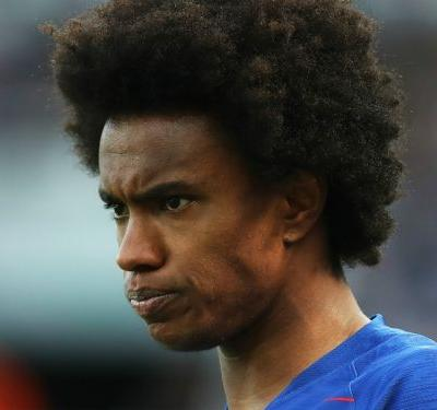 Man Utd target Willian fuels rift talk by hiding Conte in FA Cup photo