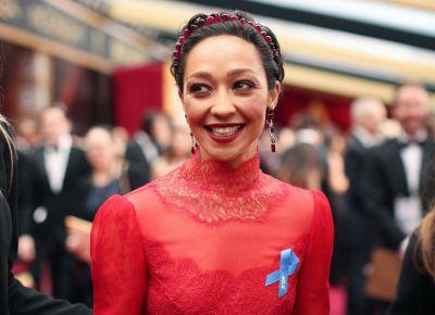 Here's the Inspiring Reason So Many Stars Are Wearing Blue Ribbons at the Oscars