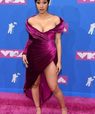 All The 2018 VMAs Looks Will Make You All Kinds Of Starry-Eyed