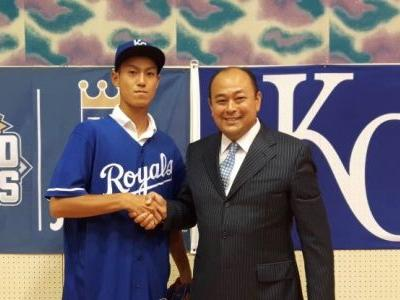 16-year-old Japanese pitcher will forgo the rest of high school and sign with the KC Royals