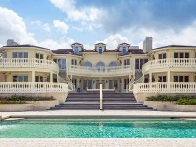 For Just $8.6 Million, You Can Get a Mansion Along With Your Rolls-Royce Phantom and Bentley Arnage