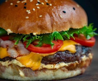 How Beyond Meat and Impossible Foods Make Their Plant-Based Burgers
