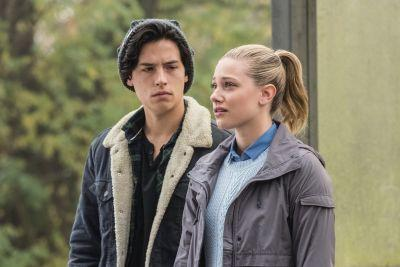Why a Messy Breakup Might Be in Betty and Jughead's Future in Riverdale Season 2