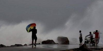 Powerful storm batters parts of Southern California