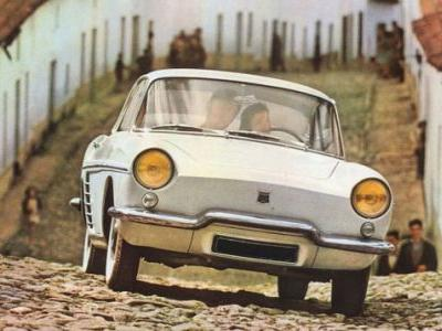 Start your week like this yellow-eyed Renault Floride, my friends: curious, eager, ready to explore