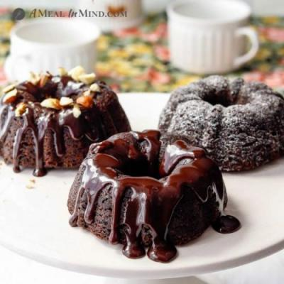 Paleo Chocolate Mini Bundt Cakes