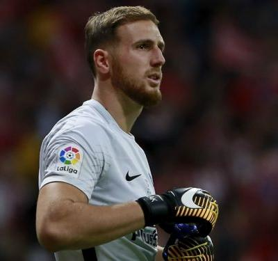 Liverpool and PSG target Oblak admits to no contract talks with Atletico