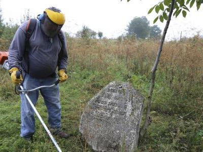 Baptist pastor finds calling in post-Holocaust cemeteries