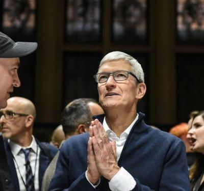 'To guide or not to guide; that is the question': Here's what 4 analysts expect when Apple reports quarterly earnings