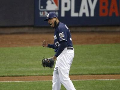 Brewers' bullpen showing cracks against Dodgers