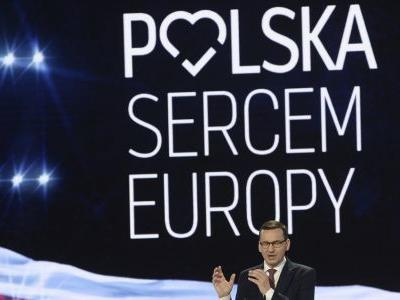 Poland's ruling conservatives strike strong pro-EU tone