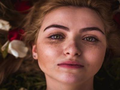 Makeup Tips For Women With Freckles