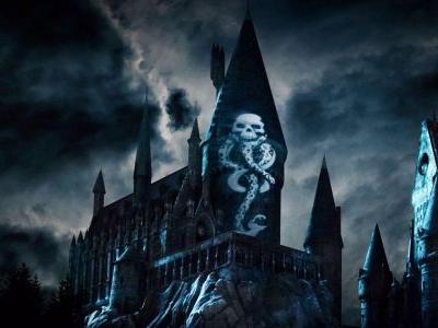 The Wizarding World Of Harry Potter Launched A Dark Arts Light Show For All You Death Eaters