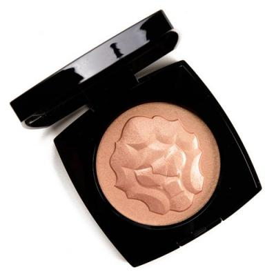Chanel Le Lion de Chanel Illuminating Powder Review & Swatches