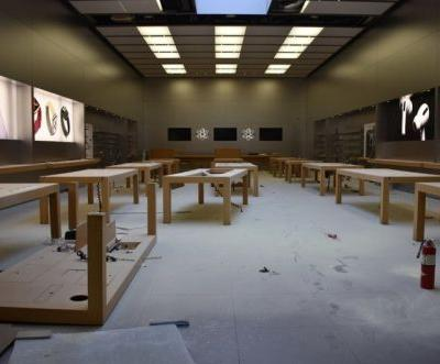 Riots, looting push Apple and others to shut down retail stores. again